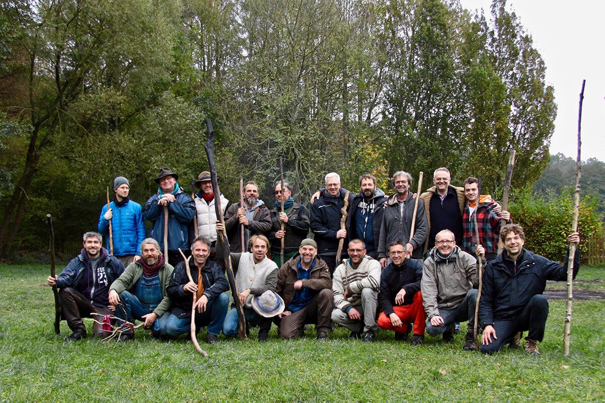 Kriegerschule Söhne der Erde Männer Jahrestraining schamanische Rituale in der Natur