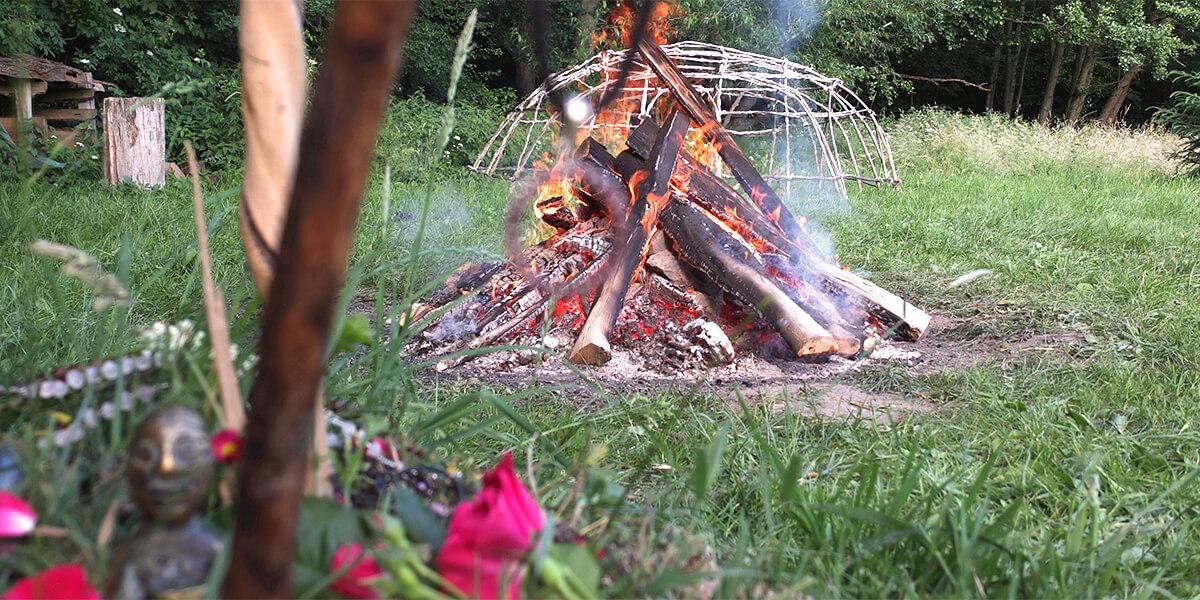 Schwitzhütte Schwarzwald Kassel Hofgeismar Ritual Zeremonie Männer Frauen